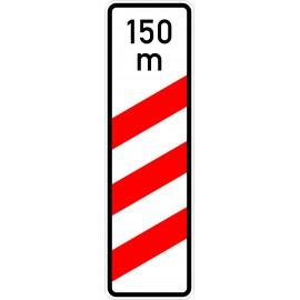 Verkehrszeichen-Nr.: 157-11 dreistreifige Bake, Aufstellung rechts mit Entfernungsangabe