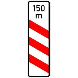 Verkehrszeichen-Nr.: 157-21 dreistreifige Bake, Aufstellung links mit Entfernungsangabe