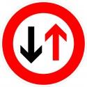 Verkehrszeichen-Nr.: 208 Vorrang dem Gegenverkehr